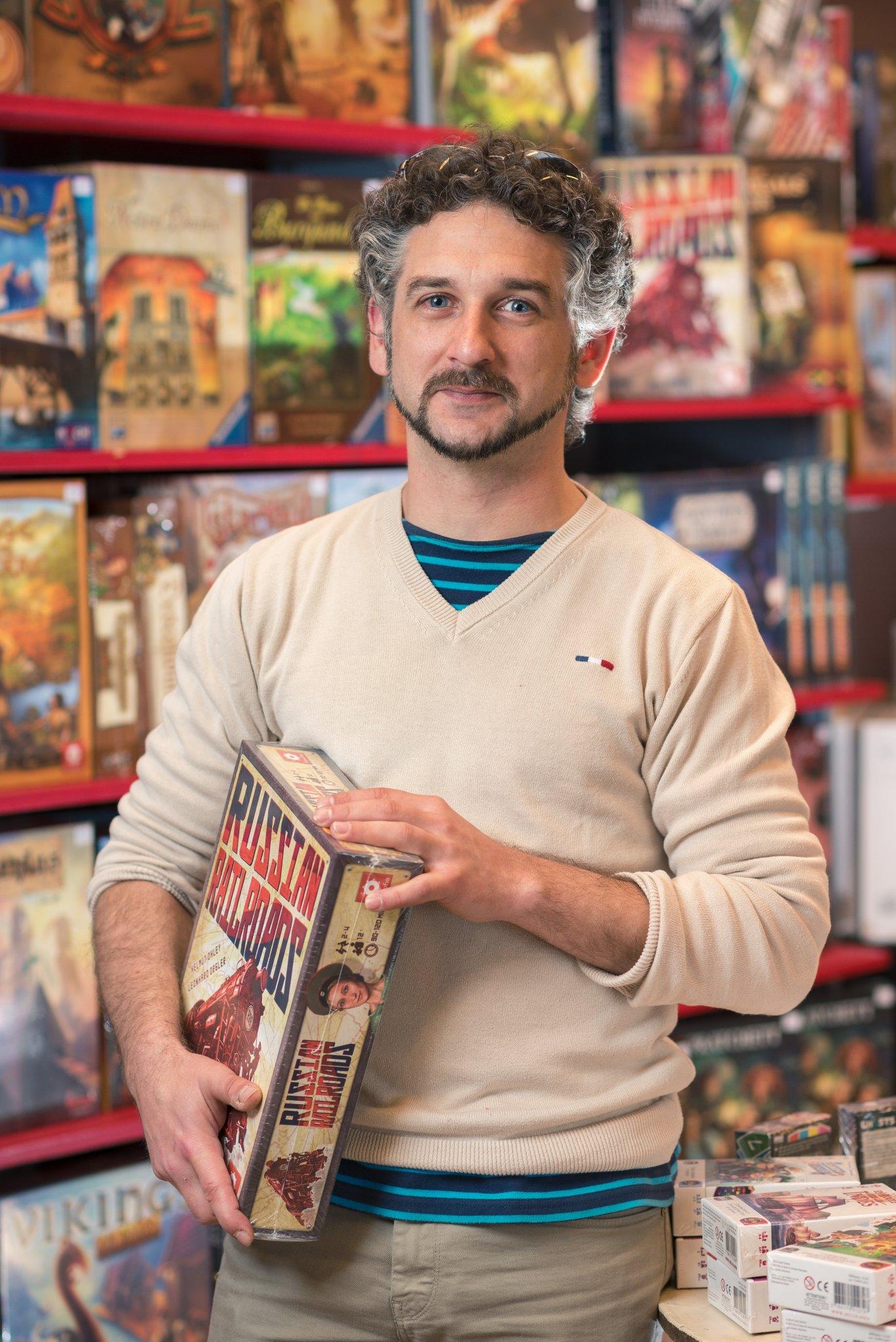 Photographe Lyon Villeurbanne - portrait professionnel artisan commerçant entreprise - Renaud Vernet - Le Monde en Jeux - Gratte-Ciel